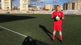 Alessandro Zanier posa con la camiseta del Eldense.