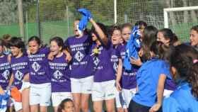 Las campeonas ilerdenses celebran su histórico título.