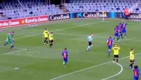 Los jugadores del Barça B celebran su segundo gol ante el Eldense.