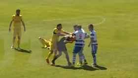 Momento de la agresión al árbitro.