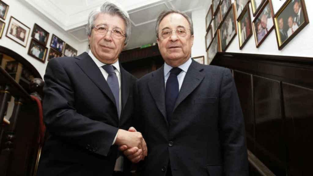 Cerezo y Florentino se dan la mano. Foto: atleticodemadrid.com