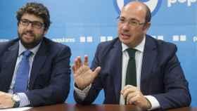 Pedro Antonio Sánchez (d) y Fernando López Miras.