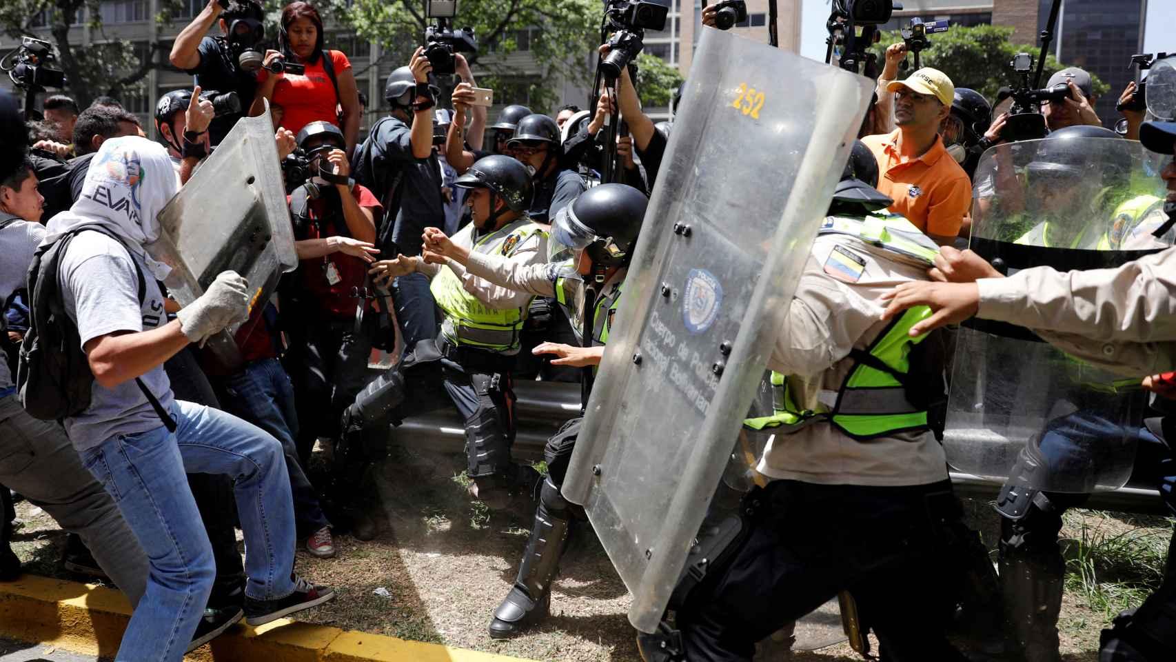 Las autoridades venezolanas impiden una marcha opositora en Caracas