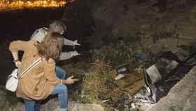 Imagen de la casa cueva donde han fallecido calcinados tres jóvenes.