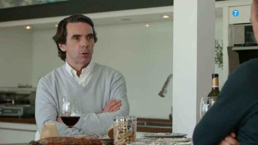 Aznar se quedó tras el programa a tomar un vino con el presentador y el resto del equipo