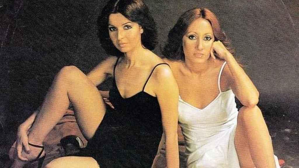 una de las imágenes promocionales del single de debut