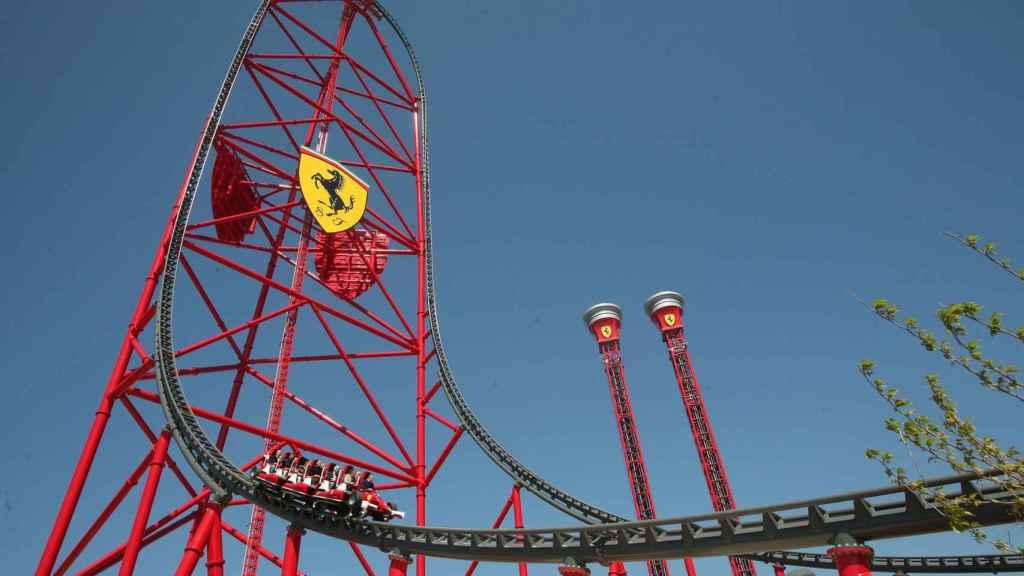 La atracción Red Force del Ferrari Land.