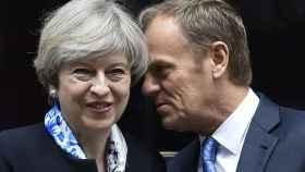 Tusk y May durante una reciente reunión en Londres