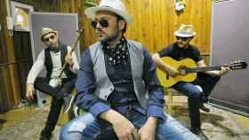 La Trova Gitana prefieren llamarse cantautores, no cantaores.