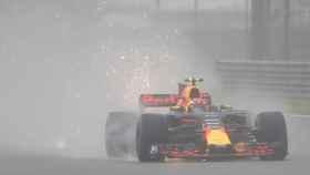 Verstappen rueda durante la primera sesión de entrenamientos libres.