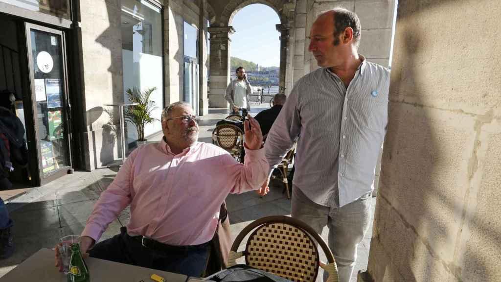 Los mediadores Michel Tubiana y Txetx Etxeverry.