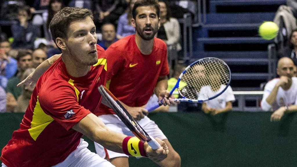 Carreño y López, durante un momento del partido de dobles contra Serbia.