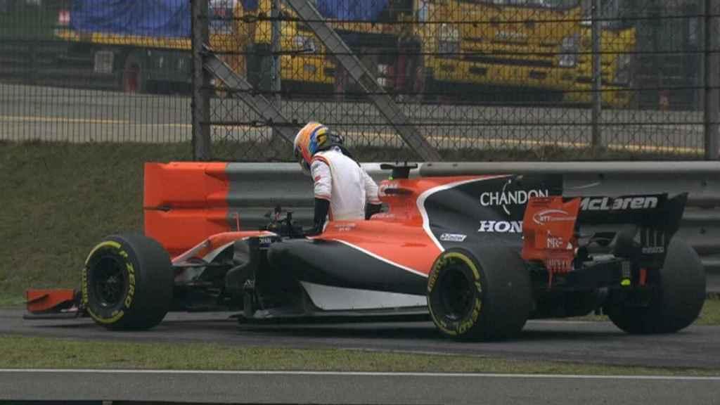 Fernando Alonso abandona en China.