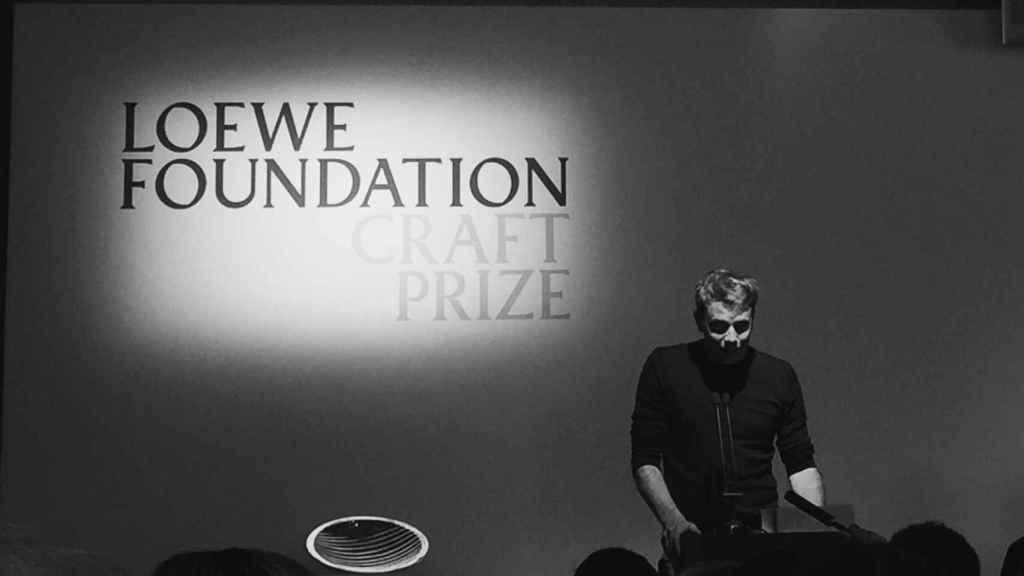 Jonathan Anderson, director creativo de Loewe, en su discurso antes de entregar el premio. | Foto: Marta Romero.