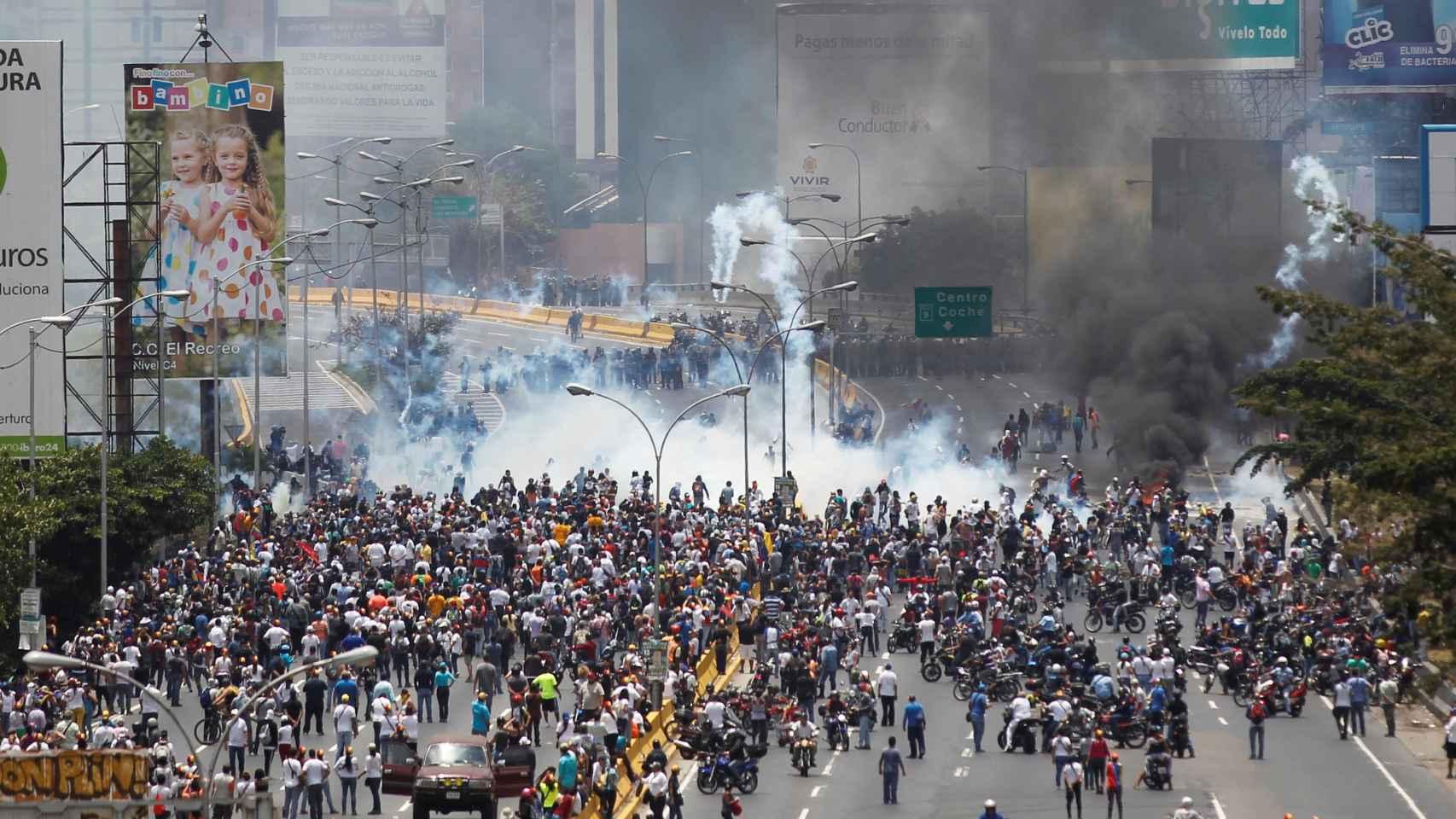 La Policía venezolana reprime la quinta manifestación opositora en 10 días