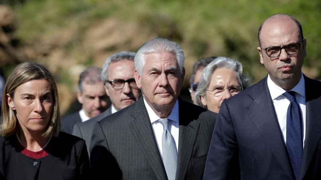 Federica Mogherini, Rex Tillerson y el ministro de exteriores italiano, Angelino Alfano.