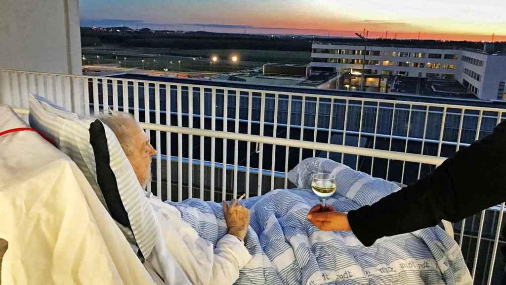 Carsten Flemming Hansen cumplió con su último deseo antes de morir, fumarse un cigarro y tomar una copa de vino.