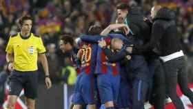 El árbitro Aytekin en el partido Barcelona - PSG.