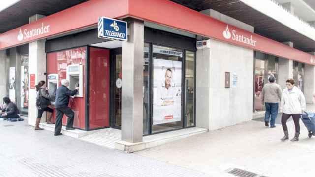 Sacar dinero del cajero con el móvil ya es posible en el Banco Santander
