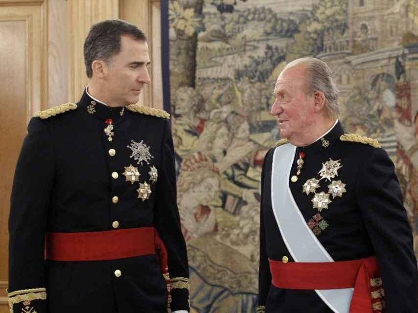 Juan Carlos I abdicó en su hijo Felipe el 2 de junio de 2014.