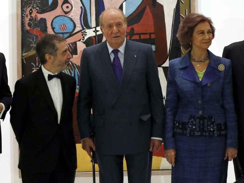 Juan Carlos I y la reina Sofía, en la inauguración de la exposición sobre Picasso.