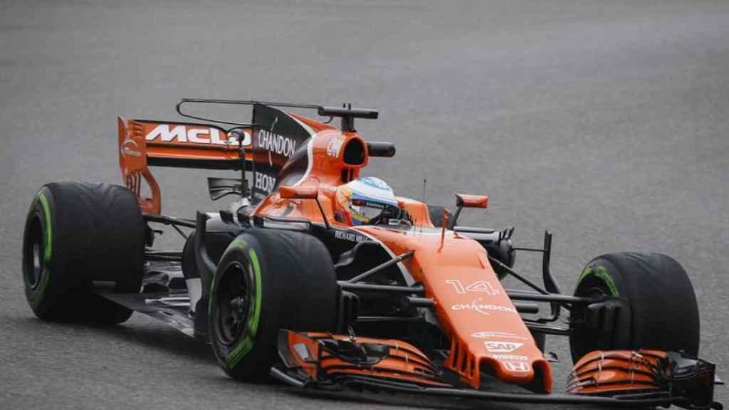 Fernando Alonso, durante una carrera con el McLaren Honda.