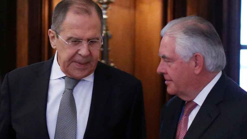 El ministro de Exteriores ruso, Sergei Lavrov, junto al secretario de Estado Rex Tillerson.