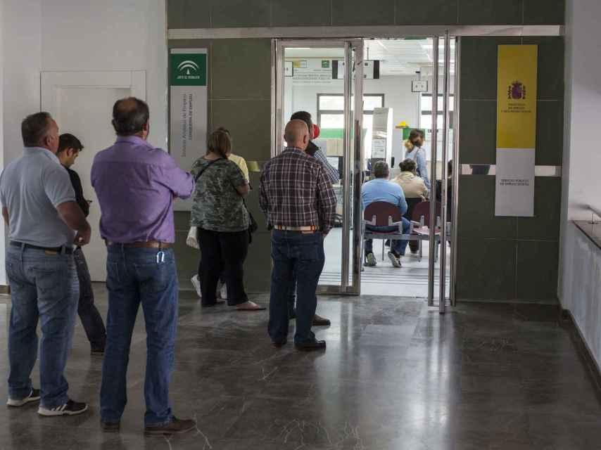 Cola en el Servicia Andaluz de Empleo de Arcos de la Frontera.