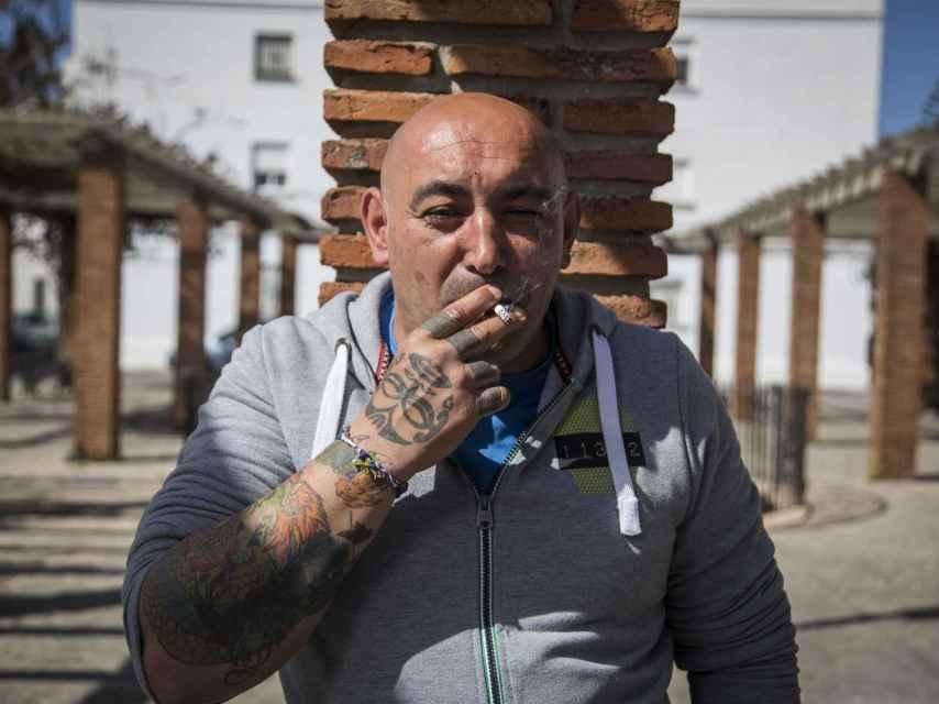 Juan Sánchez asegura que el narcotráfico es un caramelo goloso para los menores sin trabajo de Vejer. Él ha pasado cuatro años y medio en prisión por descargar hachís de una lancha.