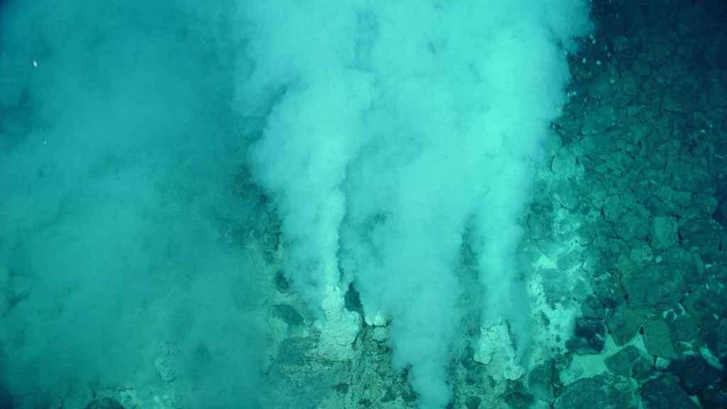 Reacciones hidrotermales en la fosa de las Marianas.
