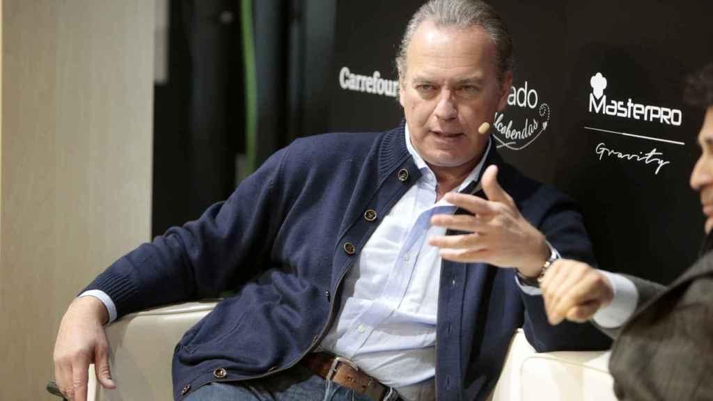 En los 30 programas que lleva en Telecinco, ninguno de ellos ha contado con rostros de la cadena.