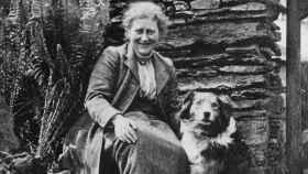 Beatrix Potter, una amante de los animales, con su perro.