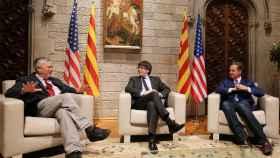 El congresista californiano Dana Rohrabacher y Carles Puigdemont, en su encuentro en Barcelona.