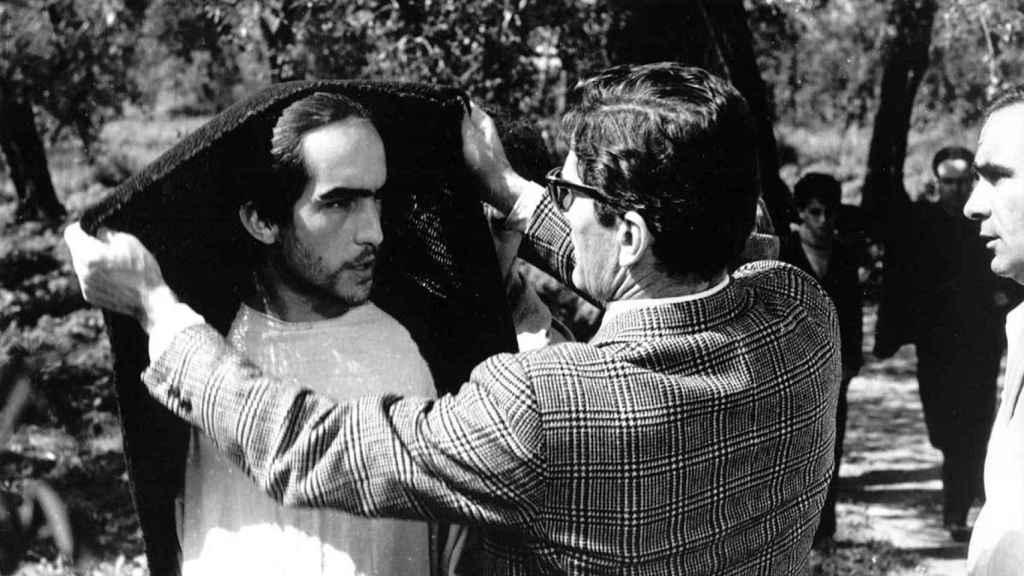 Pasolini dando indicaciones a Enrique Irazoqui.