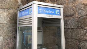 Una cabina de teléfono en Gredos.