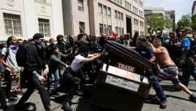 Incidentes en Berkeley (California) tras coincidir dos manifestaciones en favor y en contra de Trump.