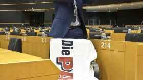 Martin Sonneborn posa en el Parlamento Europeo