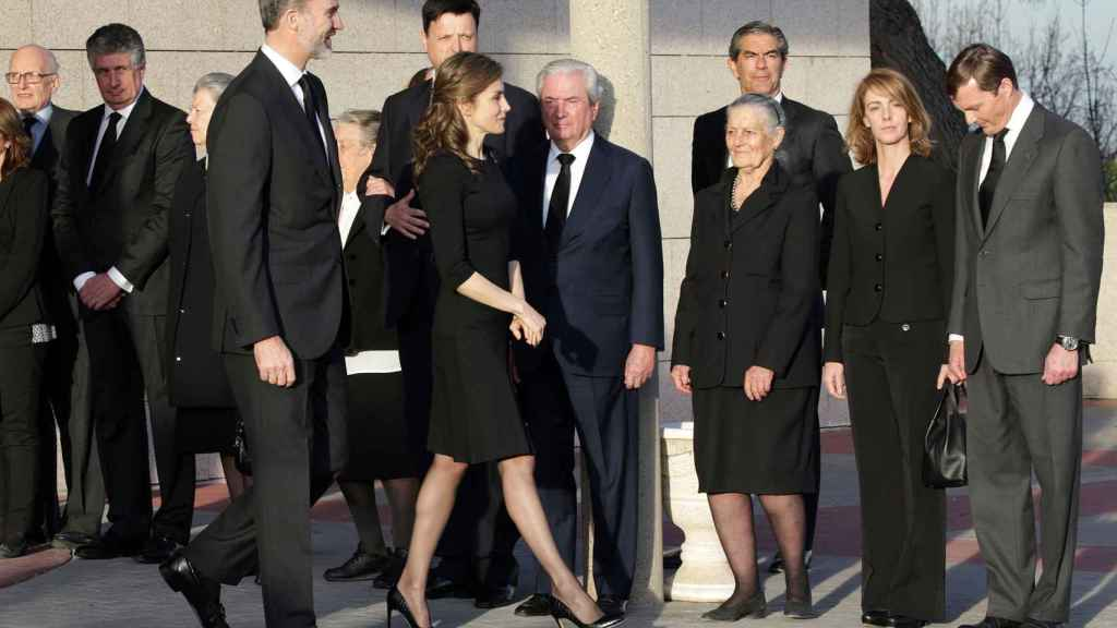 Los reyes acuden al entierro de Alicia Borbón Parma.