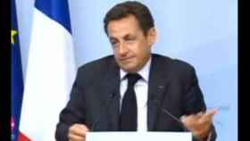 Los extraños gestos del presidente francés.