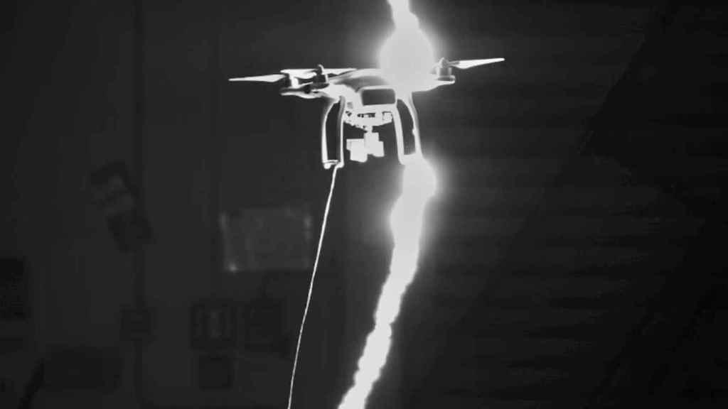 drone-vs-rayo-en-video