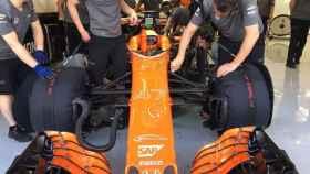 El McLaren, en el box en Bahréin.