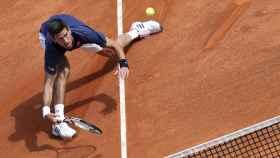 Djokovic, durante su debut en Montecarlo contra Simon.