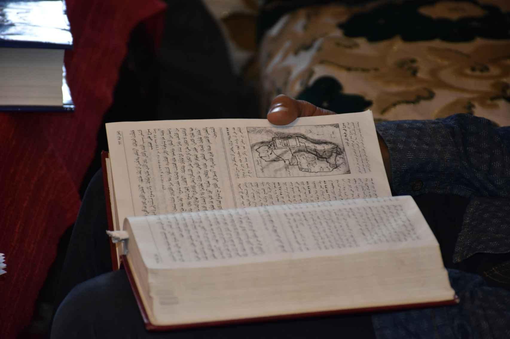 La congregación lee pasajes de la Biblia en dariya -dialecto marroquí- y reflexiona conjuntamente sobre la palabra de Dios.