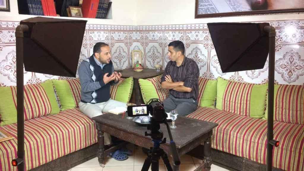 El pastor de Taroudant, Mustapha Susi, y Rachid Imounan, pastor de Agadir, predican por internet y en una radio que han creado.