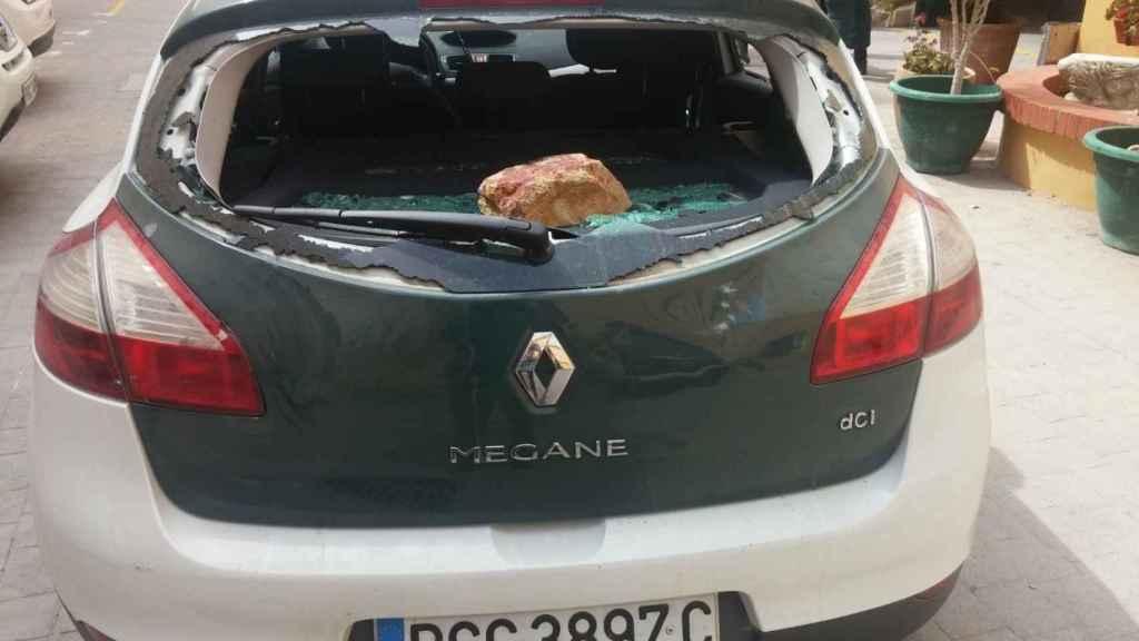 Vehículo de la Guardia Civil atacado a pedradas en abril de 2017 en una operación contra el narcotráfico de La Línea de la Concepción.