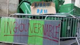 El lideo Sophie Germain, en el centro de París, amanecía bloqueado este jueves en protesta por la situación política.