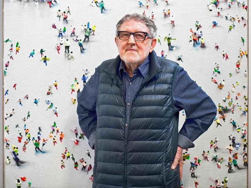 La obra de Juan Genovés destaca por su singular realismo político de fuerte denuncia social.