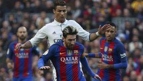 Cristiano Ronaldo y Messi en el último Clásico.