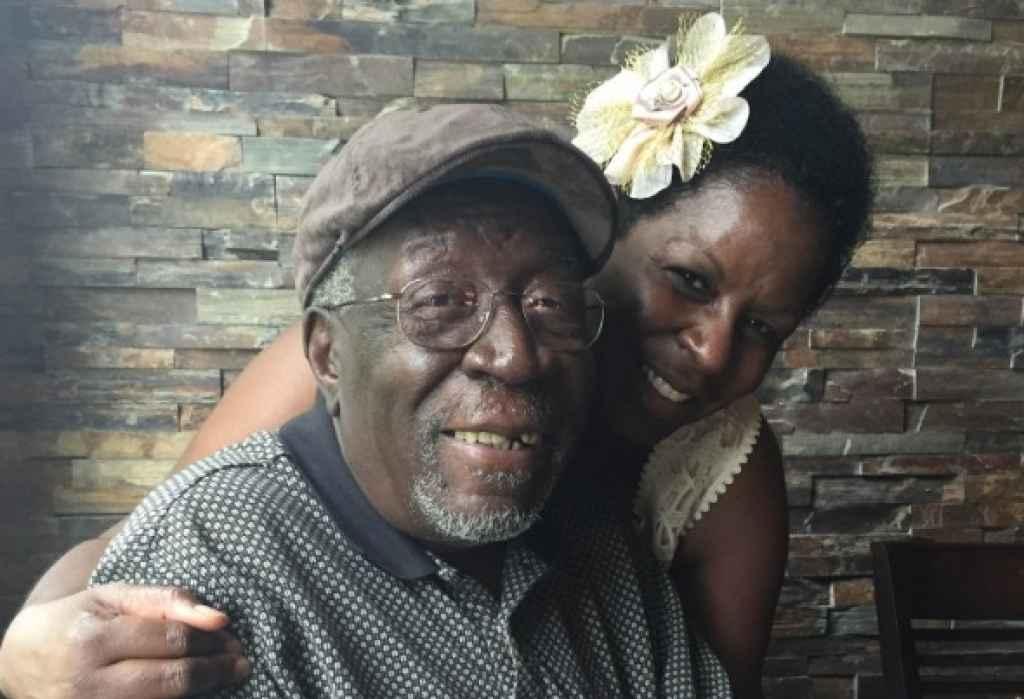 Robert Godwin junto a su hija Debbie en el Día del Padre en 2015.