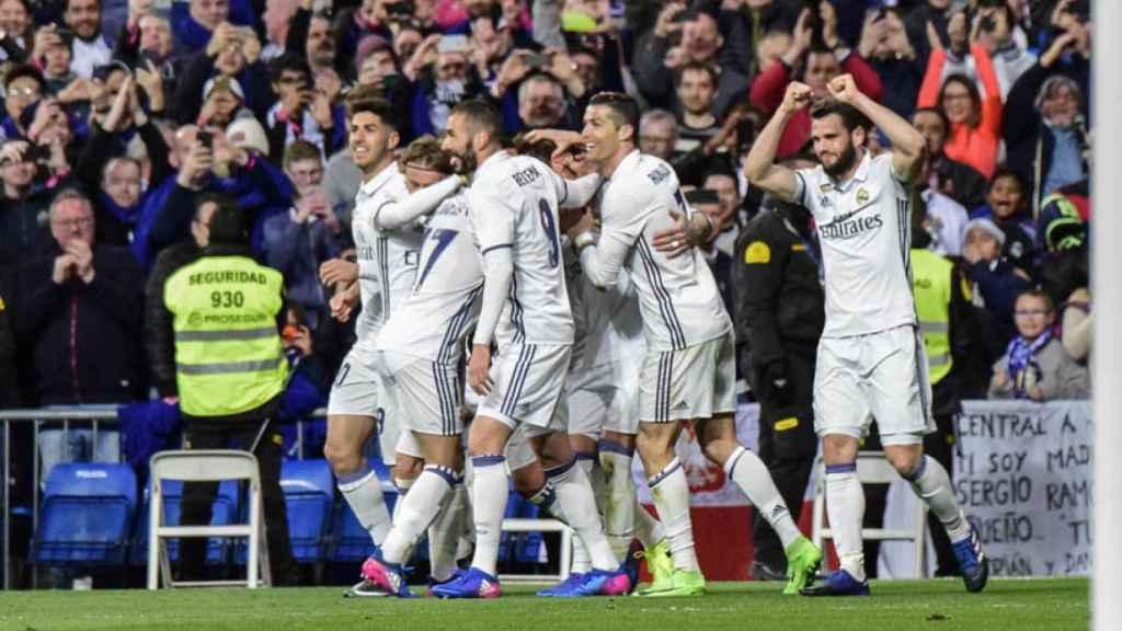 El Real Madrid celebrando el gol de la vitoria ante el Betis. Foto: Lucía Contreras/El Bernabéu